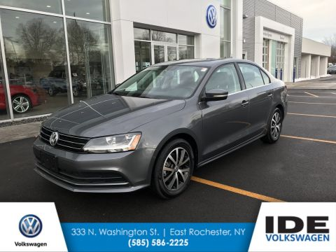 Pre-Owned 2017 Volkswagen Jetta 1.4T SE FWD 4dr Car